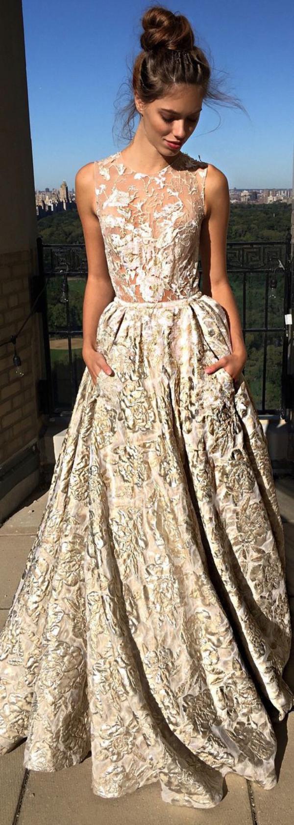 Kenali 9 Tren Bahan Gaun Pernikahan Ini - Womantalk