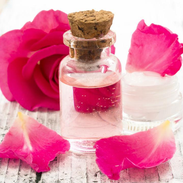 Ini Resep Membuat Toner Wajah Dari Bunga Mawar Valentine Anda!