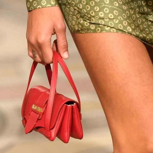 Yang mendadak trendi dari inspirasi ini termasuk tas jinjing mungil atau  populer disebut micro bag f25922ae7d