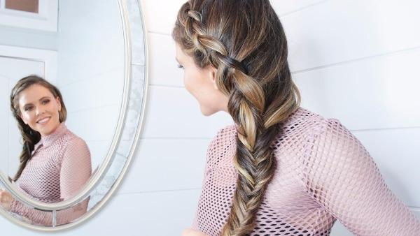 6 Gaya Kepang Rambut Untuk Tampil Sempurna Di Pesta Pernikahan Sahabat Womantalk
