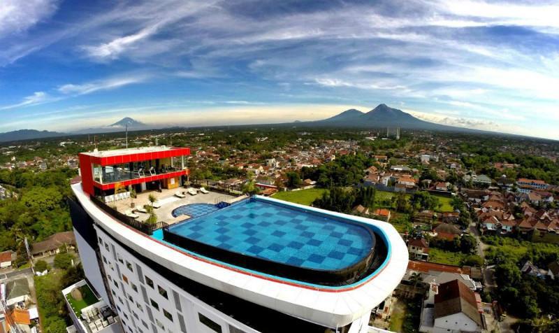 8 Hotel Di Jogja Dengan Kolam Renang Rooftop