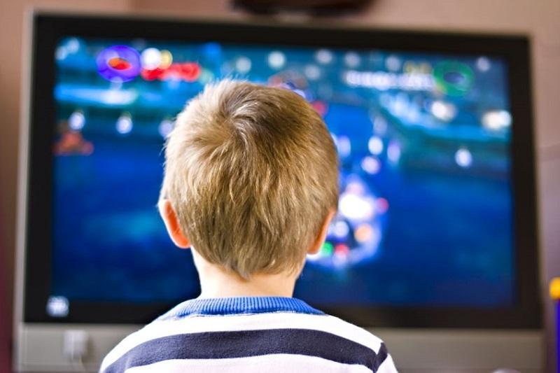 5 Hal Yang Bisa Anda Lakukan Untuk Mencegah Si Kecil Kecanduan Televisi