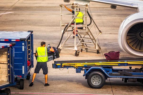 10 Hal Yang Anda Tidak Sadari Ikut Terbang Bersama Anda