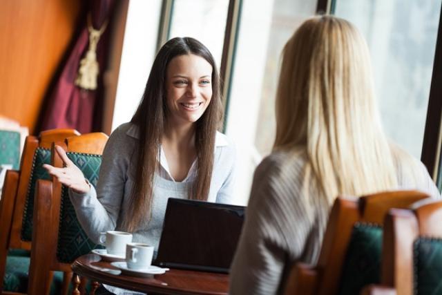 Pantang Lakukan 5 Hal Ini Saat Ngobrol Dengan Orang Lain - Womantalk