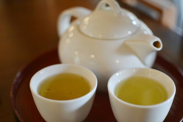 Anda bisa menikmati aneka teh di sini.