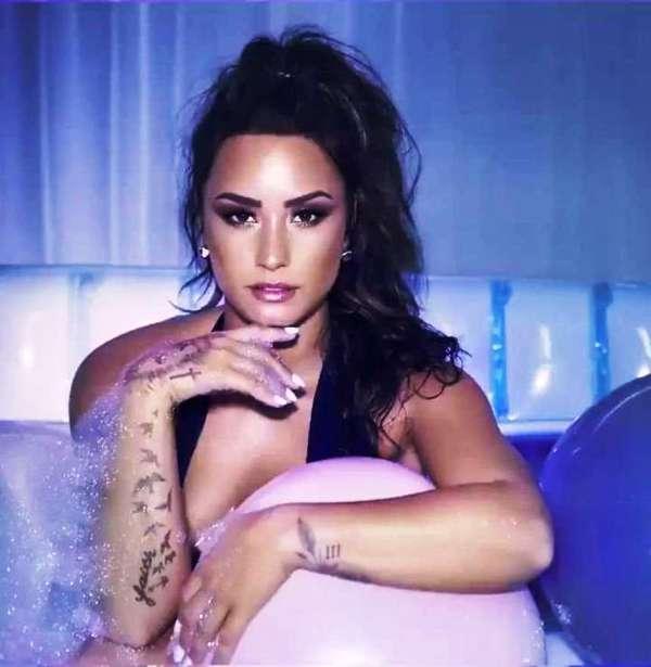 Demi Lovato Sembuh Dari Kecanduannya Berkat Sang Adik