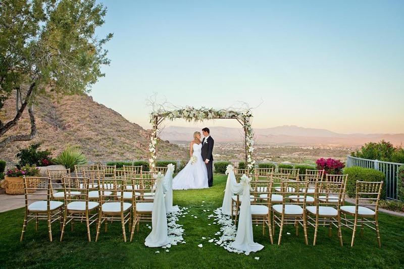 10 Konsep Pesta Pernikahan Outdoor Unik Untuk Ciptakan Momen