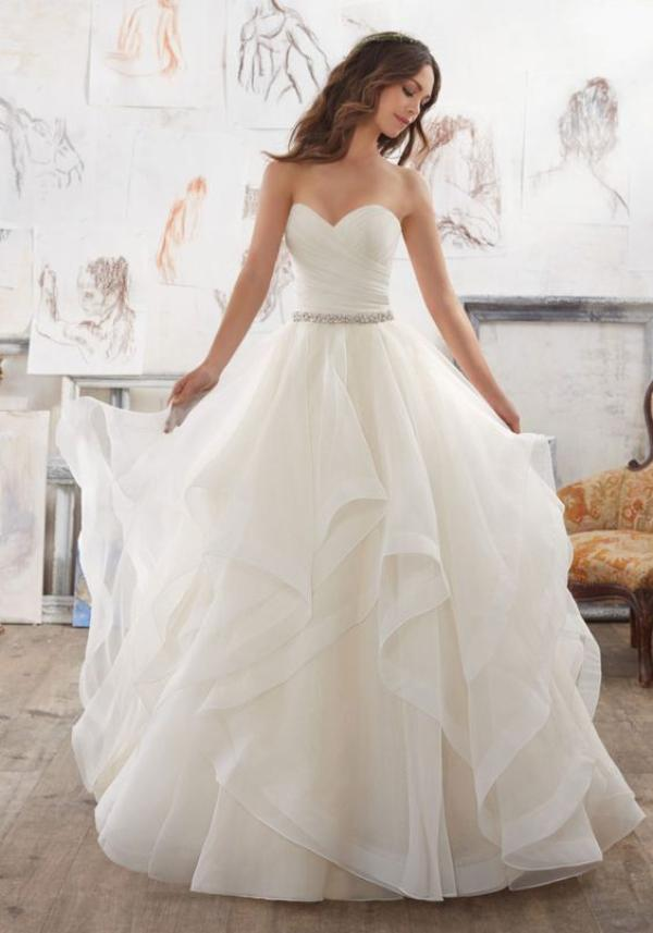 Kenali 7 Tren Bahan Gaun Pernikahan Ini Womantalk