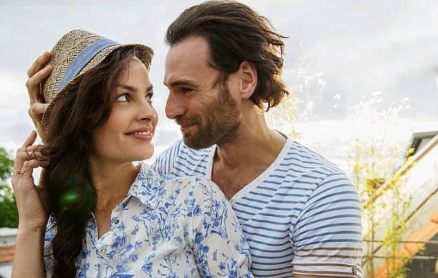 Cara Jitu Agar Pasangan Selalu Merasa Tertarik Pada Anda