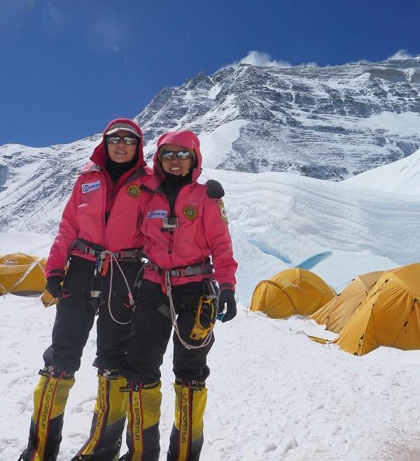 Jokowi Bangga Fransiska Dimitri dan Mathilda Dwi Lestari Berhasil Taklukan Puncak Everest