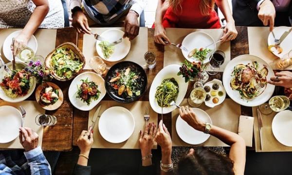 Obrolan Keuangan: 8 Tipe Teman Saat Membayar Tagihan Makan