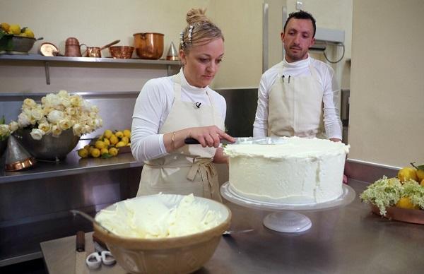 Ini Bahan Yang Dipakai Untuk Membuat Kue Pernikahan Pangeran Harry dan Meghan Markle