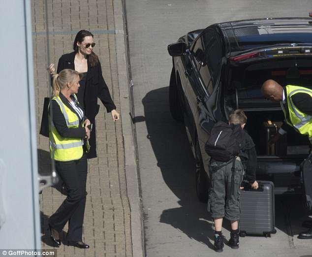 Benarkah Angelina Jolie Akan Datang Ke Pernikahan Meghan Markle dan Pangeran Harry?