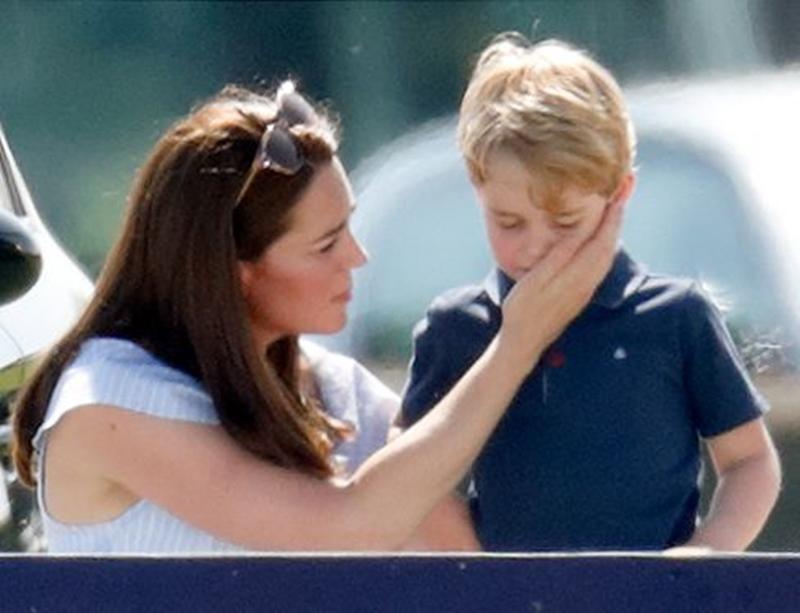 Lagi, Kate Tunjukkan Kepiawaiannya Menjadi Ibu Saat Tenangkan Pangeran George